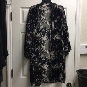 Detailed sheer kimono (Medium) NWT